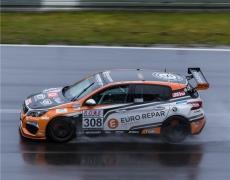 Nett Motorsport bittet zum Regentanz